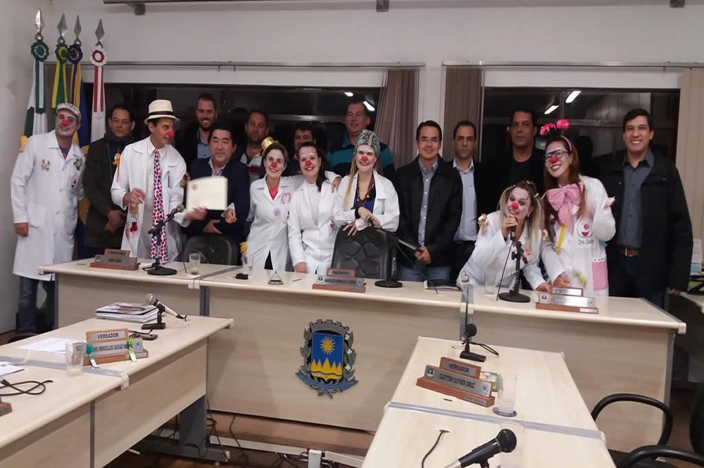 Vereadores homenageiam Projeto S.O.S Alegria