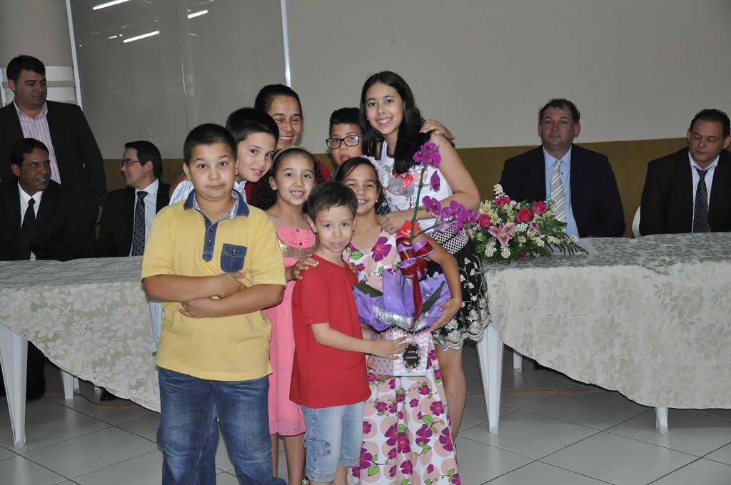 Fotos Entrega de título a sr Neusa Teodoro de Oliveira
